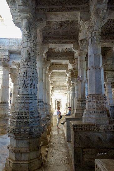 Chatting at Ranakpur Temple